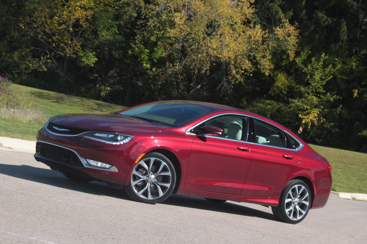 2015 Chrysler 200C 01