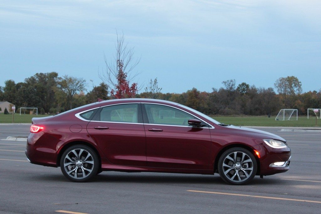 2015 Chrysler 200C 02