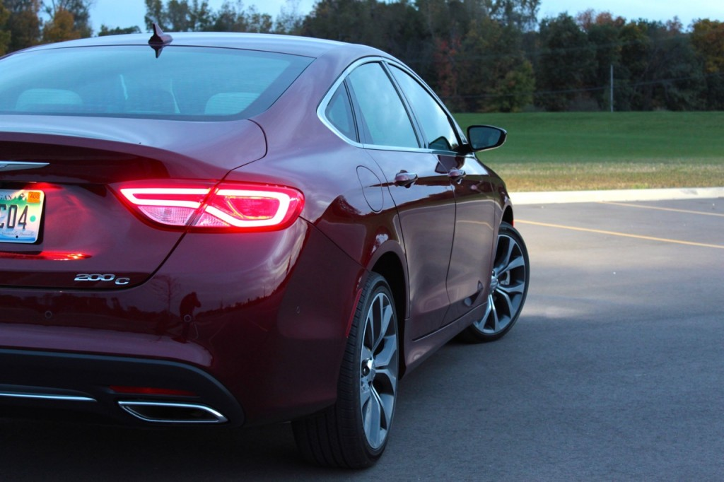 2015 Chrysler 200C 05